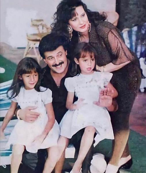 دنيا سمير غانم ووالدتها ووالدتها وشقيقتها